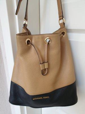 Michael Kors Bucket Bag Dottie