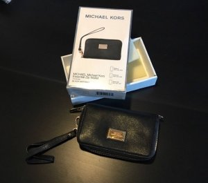Michael Kors Essential Zip Wallet iPhone