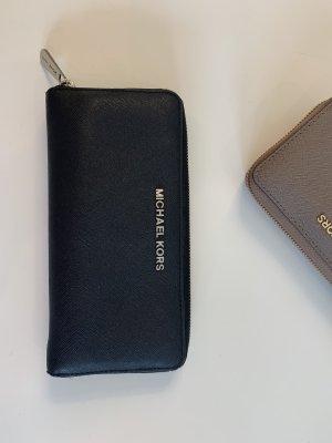 Michael Kors Geldtasche schwarz mit silber Applikationen