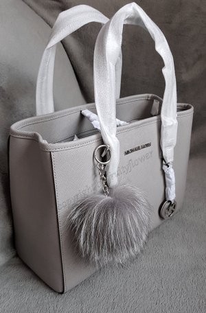 Michael Kors Jet Set Travel MD EW Pearl Grey + Pom