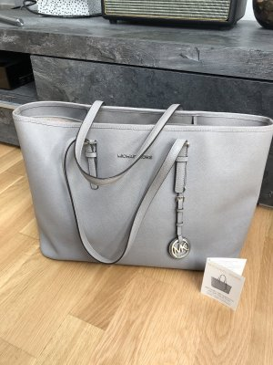 Michael Kors Bolso barrel gris claro-color plata