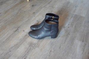 Michael Kors schwarze Stiefelette Booties Absatz goldene Details