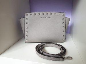 Michael Kors Selma MD Messenger Bag Pearl Grey Grau Nieten