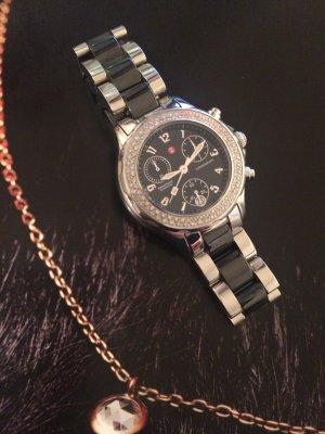 Reloj con pulsera metálica color plata-negro