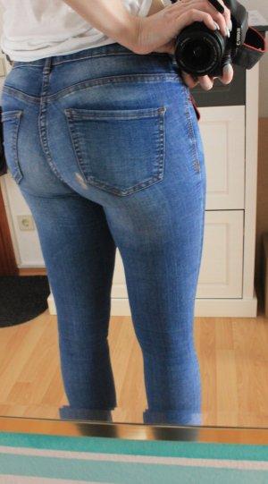 Mid-Waist Jeans/Jeggings mit Riss an Gesäßtasche