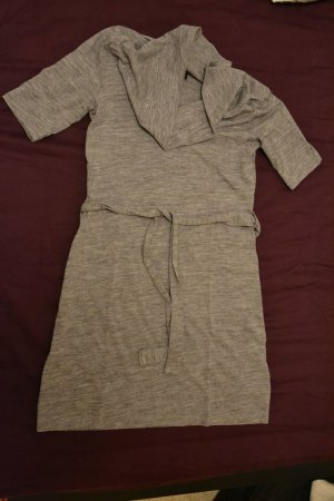 Midi-Kleid mit kleinem Schalkragen