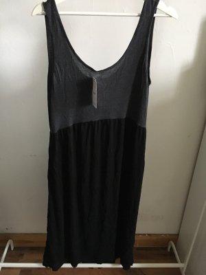 Midi Kleid mit Taschen an der Seite
