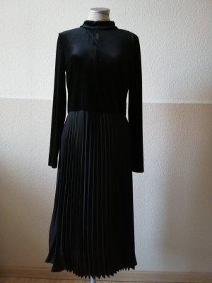 Midikleid Midi schwarz Samt Kleid Samtkleid plissiert Gr. 36 neu Only
