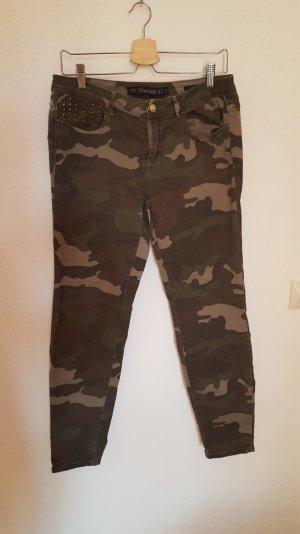 Military/ Camouflage Jeans mit Nieten