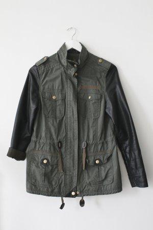 Military-Jacke mit Lederärmeln in khaki