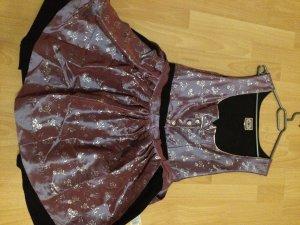 Vêtement traditionnel rose