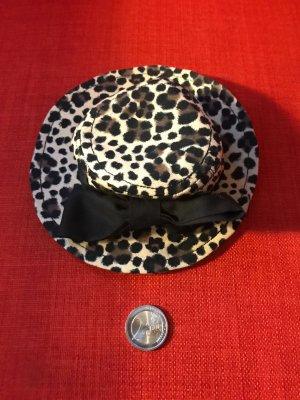 Mini-Hut mit eingebauter Haarspange