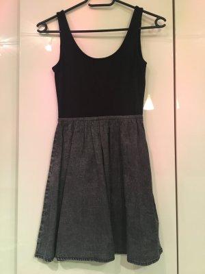 Mini-Kleid in Grau/Schwarz