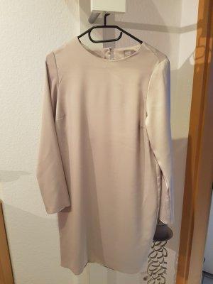 Mini Kleid mit tiefen Rückenausschnitt