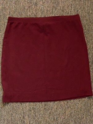 Mini-jupe rouge foncé