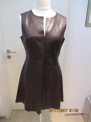 Minikleid aus braunem Kunstleder von Zara in XL