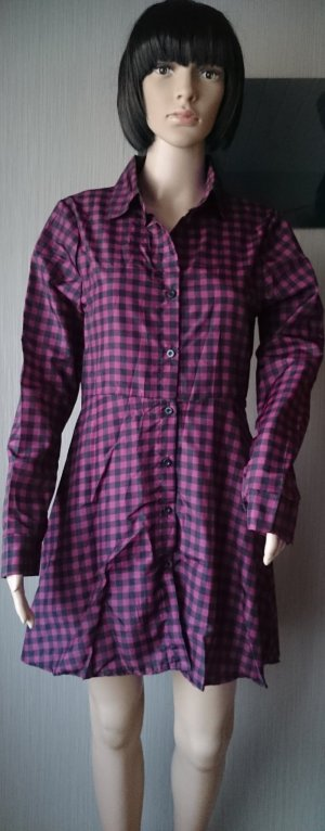 Minikleid. Frauen-Knopf Kleider elegant