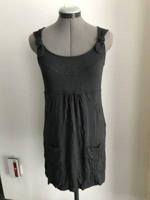 Minikleid in anthrazit Farbe aus Baumwoll-elasthan Mischung.