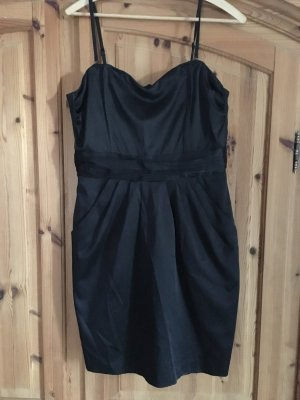 Minikleid in schwarz trägerlos tragbar