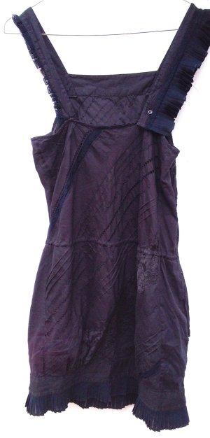 Minikleid mit Plissee-Einsätzen, kleinen Knöpfchen und Spitze in dunkelblau