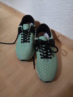 minimalistische Sneaker in Mint