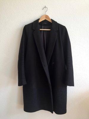 Minimalistischer dunkelblauer Mantel von COS
