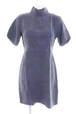 Minimum Kurzarmkleid graublau schlichter Stil
