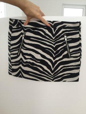 Minirock im Zebra-Look