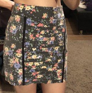 Minirock mit Blumenmuster