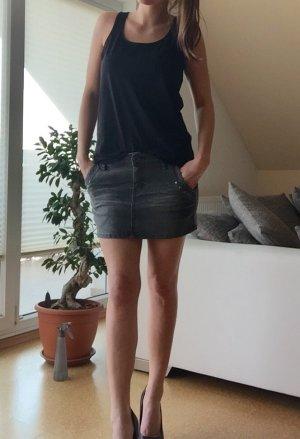 Minirock mit Nieten an den Taschen