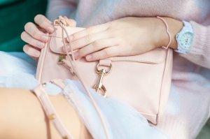 Minitasche hellrosa-goldfarben extravaganter Stil