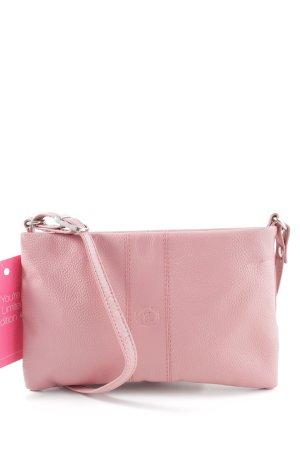 Minibolso color rosa dorado look casual