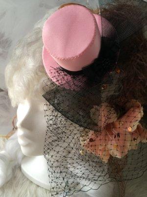 Cappello nero-rosa