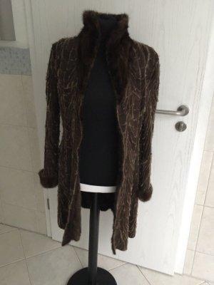 Manteau de fourrure brun-brun foncé fourrure