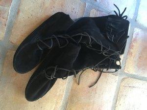 Minnetonka Botas con cordones negro Gamuza
