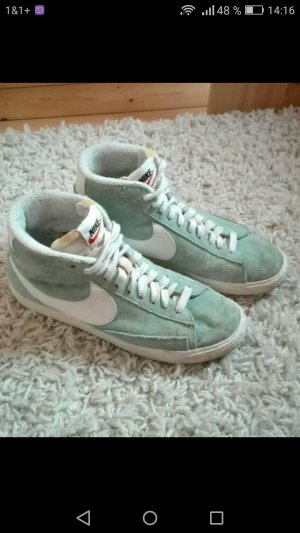 Mintfarbene Nike Blazer in der Größe 41