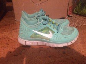 Mintfarbene Nike Free 5.0