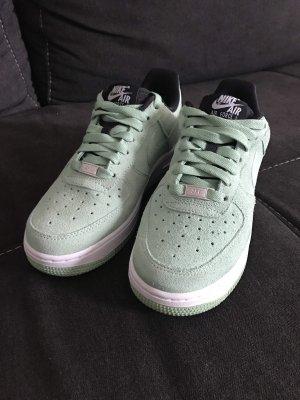 Mintgrüne Nike Air Force 1 Wildleder