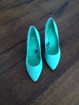 Mintgrüne Spitzenpumps von H&M