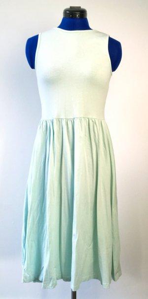 Mintgrünes Basic-Kleid