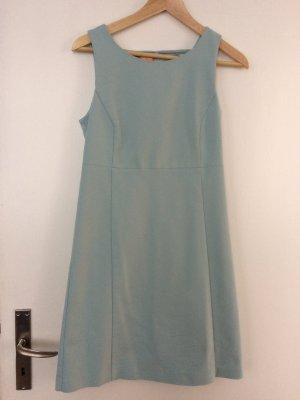 Mintgrünes Kleid im 60s Schnitt