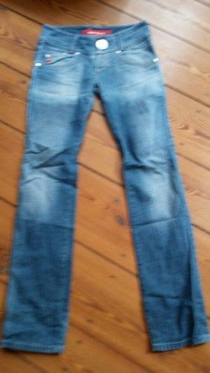 Miss Sixty Jeans mit riesen Knopf und versetzten Hintertaschen
