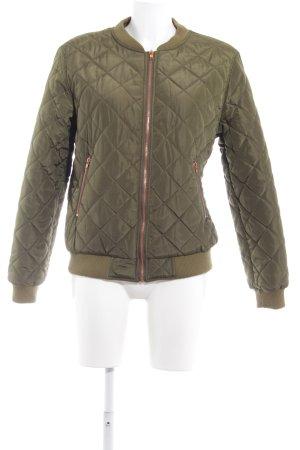 Missguided Bomberjacke olivgrün Steppmuster Street-Fashion-Look