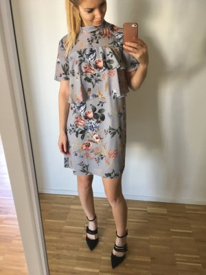 Missguided Kleid Volants Floral Blumen Blau Grau mini