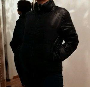 Missoni-Daunenjacke mit typischen Muster in Grauschwarz Gr M