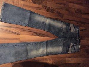 Mittelblaue Jeans mit abgesetzten Taschen