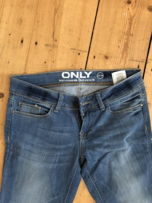 Mittelblaue Skinny Jeans