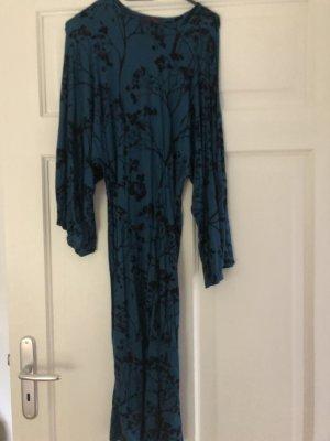 Mittelblaues Kleid