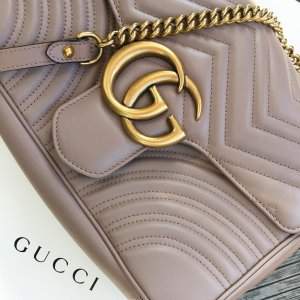 Mittelgroße Gucci GG Marmont Schultertasche in blassrosa/ beige