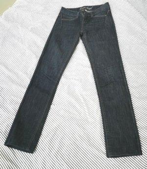 mittelhoch geschnittene Jeans